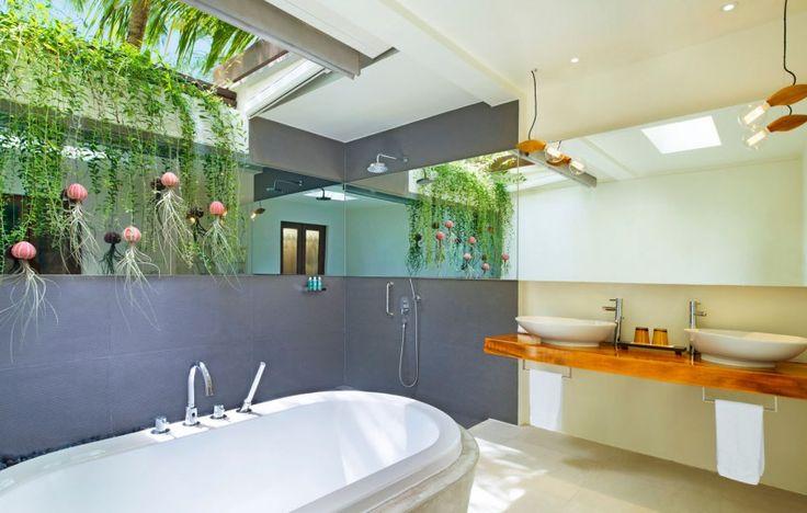 W Maldives Retreat & Spa - luxury bath
