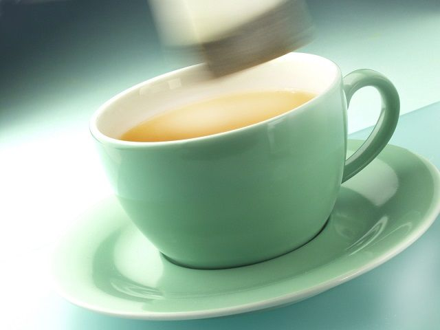 Ridurile, of ridurile! Sigur folosești tot felul de creme, tratamente și măști pentru față pentru a întârzia apariția lor sau pentru a le mai diminua. Ei bine, sigur nu te-ai gândit că ai putea ca în locul cremelor sau ca o extra-măsură să apelezi la un… pliculeț cu ceai. Ceaiul de tei este bun seara, …