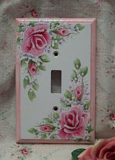 Love the light switch cover!! La buhardilla de Kassandra: Rosas, siempre rosas