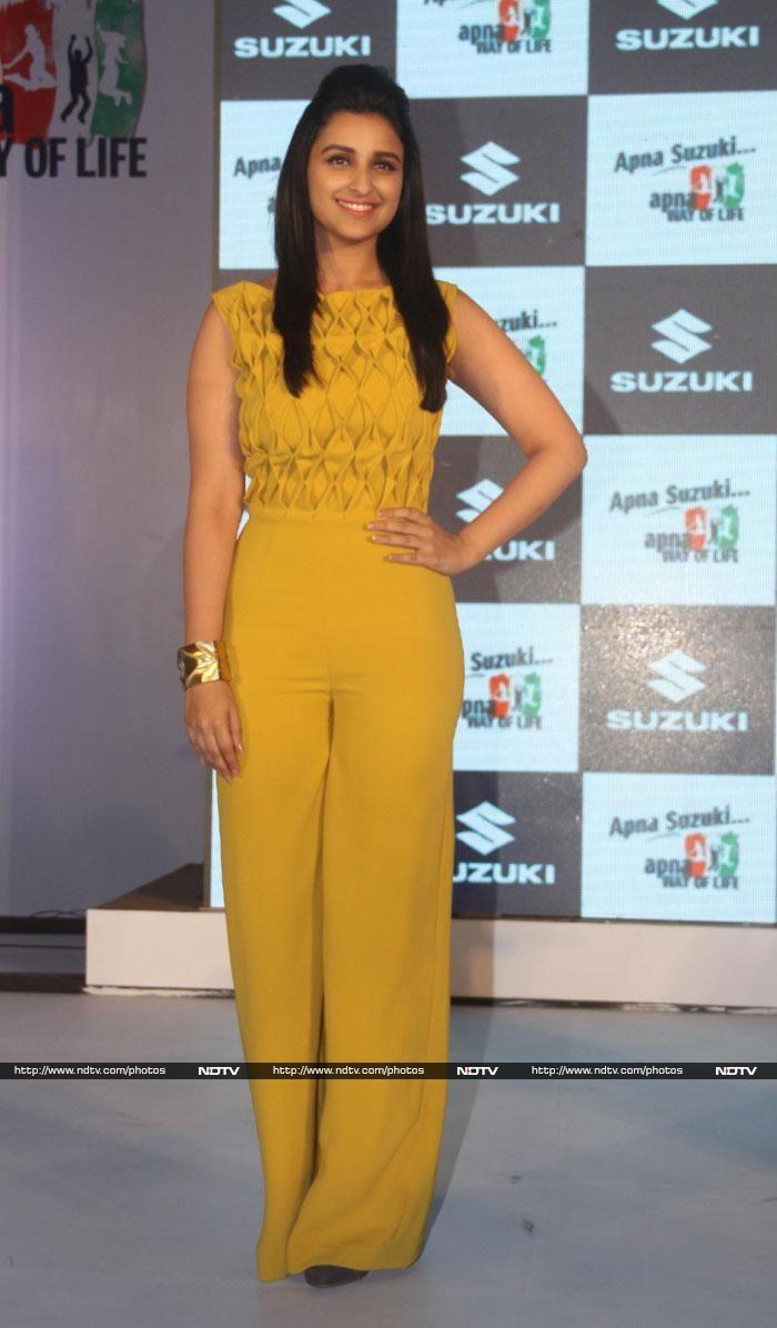 Parineeti looked smashing in a mustard Sonia Mehra Swatee Singh jumpsuit.