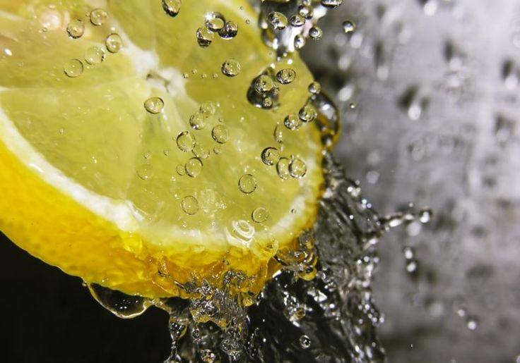 Água quente com limão emagrece - limão emagrece, Água quente e limão juntos contêm um poderoso antioxidante, a vitamina C, que acelera o metabolismo.
