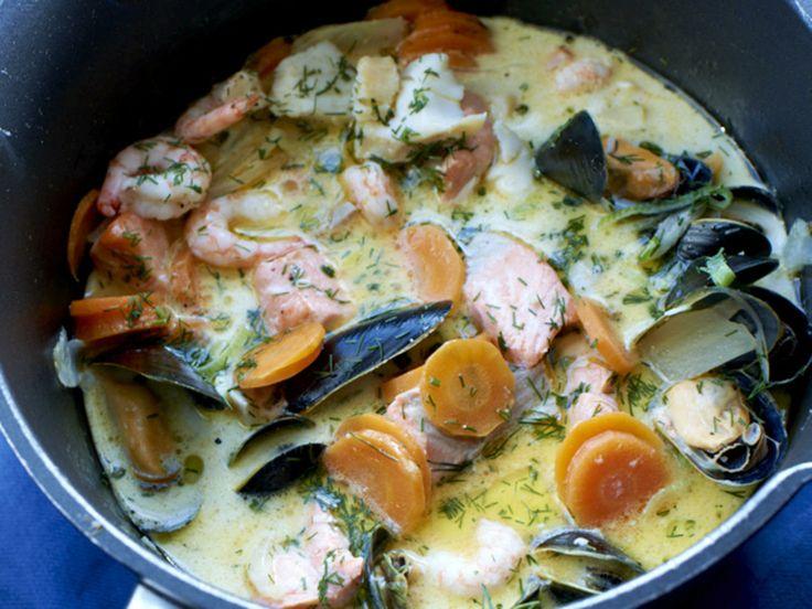 Kremet suppe med havets skatter, ingefær og dill - Imponér med denne enkle, men nydelige retten. Like god til hverdag som til fest! Du kan variere med ulike typer fisk og skalldyr, server gjerne med nystekt brød og smør til.