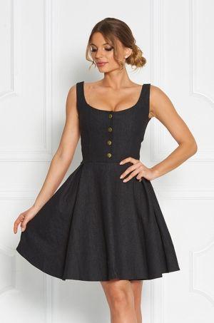 Riflové šaty áčkového strihu na hrubé ramienka. Predná časť zdobená štyrmi rozopínateľnými gombíkmi. Vhodné na každodenné nosenie či spoločenskú udalosť.