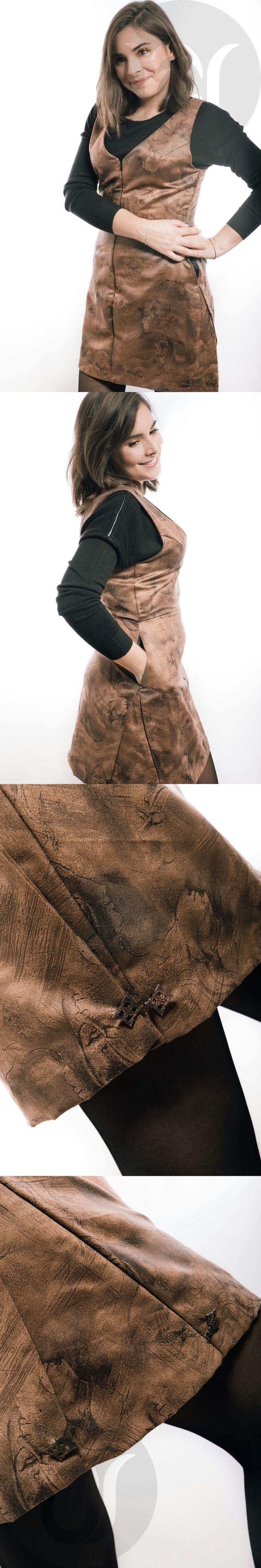 """Pichi en antelina estampada, con forro y bolsillos. Como añadido, puedes """"abrochar"""" los godets creando una falda tubo-globo: https://www.facebook.com/pg/elenaserranomoda/photos/?tab=album&album_id=711628332339545"""