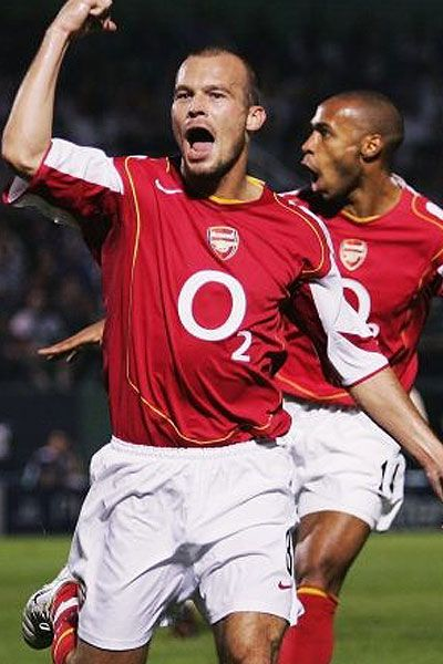 Freddie Ljungberg and here he is with an original crush of mine, Thierry Henry :)