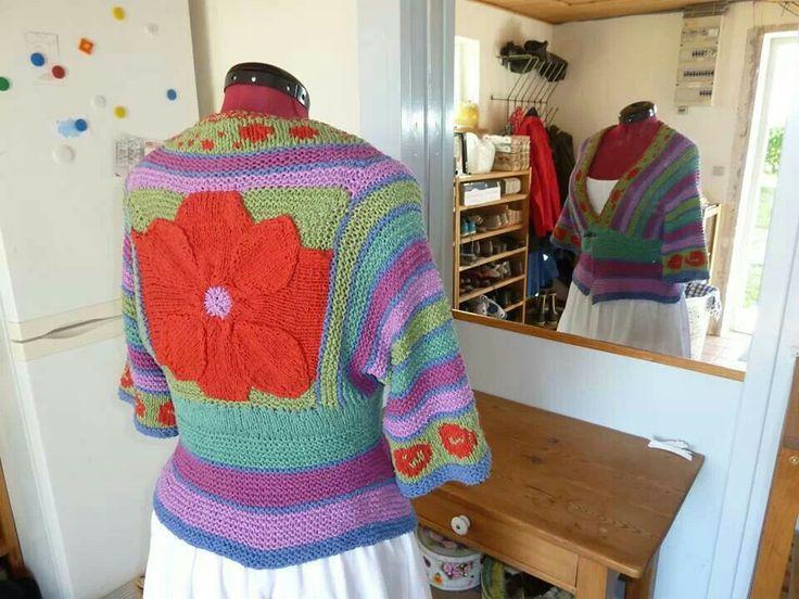 Designet og strikket af Pia Kofod i bourette silke ... såååå fin.