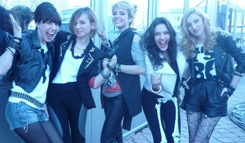 Blaxy Girls - Ninge (videoclip)  http://www.emonden.co/blaxy-girls-ninge-videoclip