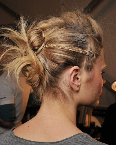 http://static.becomegorgeous.com/img/arts/2011/Jun/08/4713/partt_updo_hair_style.jpg