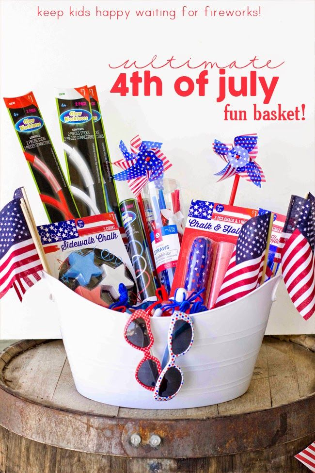 Easy 4th of July Fun Basket – Keep the kids happy while waiting for fireworks!  Fourth of July Food, Crafts, and Activities