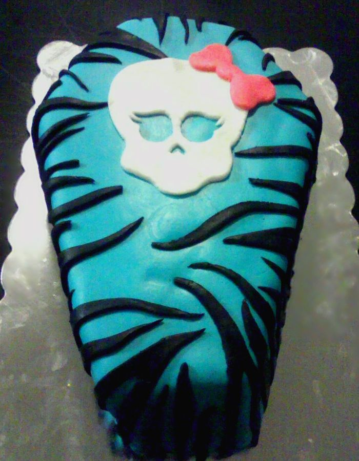 Monster High cake - Samantha would go nuts! :)