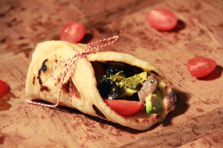 Griekse pitabroodjes met gegrilde entrecote & rucola pesto