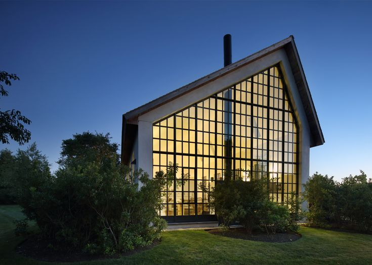 Giant window fills gable end of H&tons guest house by TA Dumbleton & 74 best Steep gabled roofs images on Pinterest   Architecture ... memphite.com