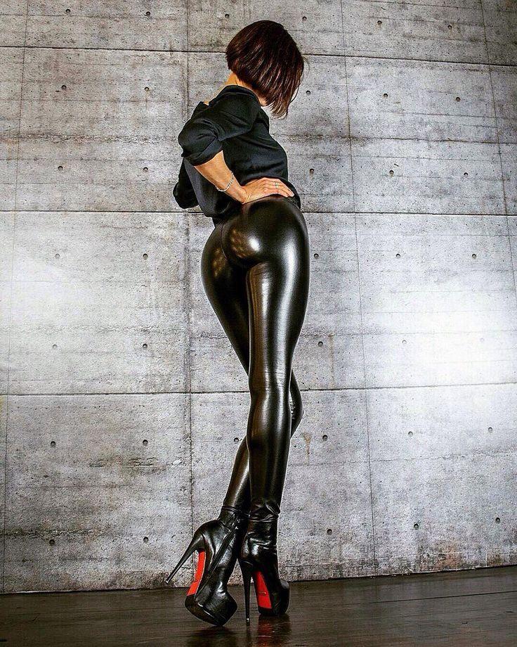 Sexy latex ass, jailbait vintage pussy