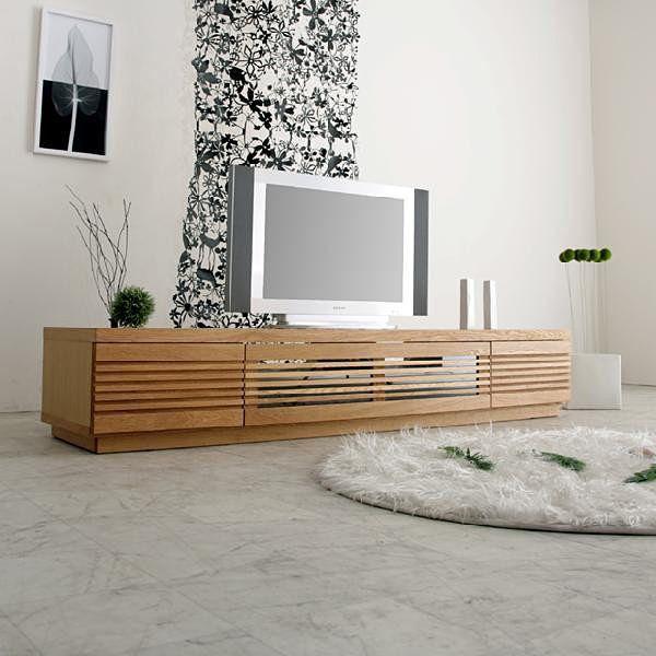 JAGGY(ジャギー)200テレビボードはワイド&ローのスタイリッシュなデザインのミッドセンチュリーモダンテレビボードです。扉面には天然木の無垢材を格子状に削り込み、贅沢に使いました。木材はウォールナット/ブラックチェリー/オーク/サクラの4種類からお選びいただけます。塗装には自然塗装のオイルフィニッシュで仕上げました。ロータイプなので、大型モニタを設置しても非常に使いやすく、細かい配慮を施した設計で、収納・実用性を持ったテレビボードです。■商品名 JAGGY(ジャギー)200 テレビボード 両引出しタイプ オーク/サクラ■サイズ 幅:2000mm 奥行き:500mm 高さ:350mm■材質 オーク/サクラ■塗装 透明オイル塗装■備考…