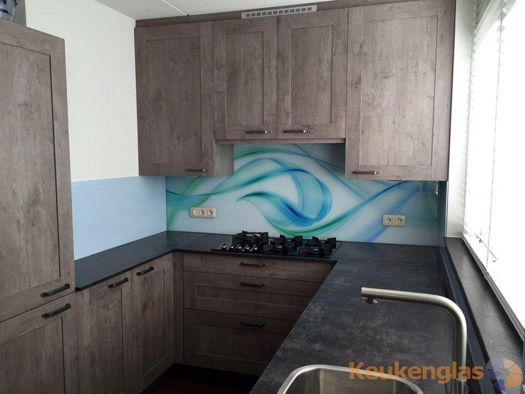 Glazen Achterwand Keuken Eindhoven : Glazen achterwand met blauw-groene grafische print #keukenglas #