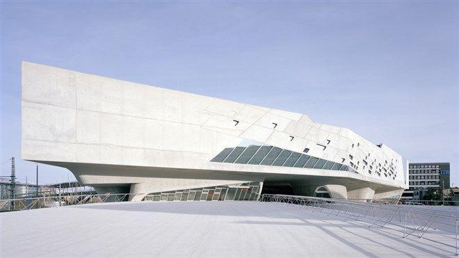 Architect: Zaha Hadid -  Het wetenschapsmuseum 'Phaeno' te Wolfsburg
