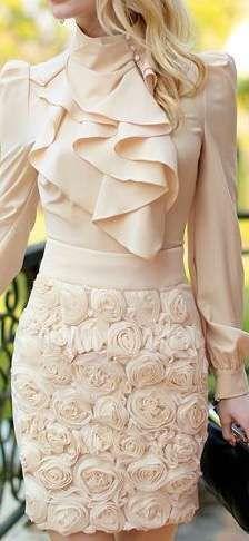 Tendencias de boda 2017: Vestidos de novia con flores 3D [FOTOS] - Flores 3D en falda corta para vestido de boda casual