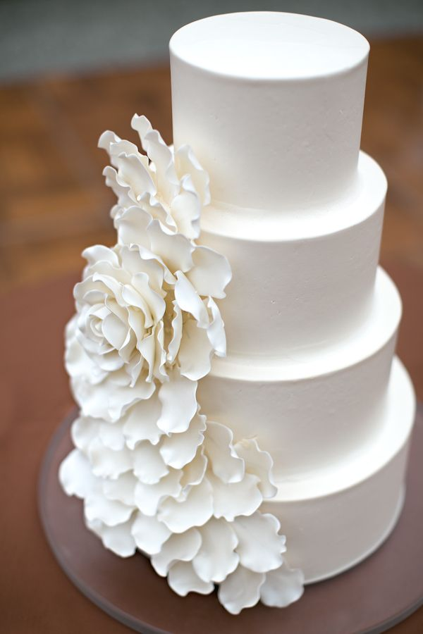 White sugar flower wedding cake | White on white wedding cakes: http://www.xaazablog.com/white-on-white-wedding-cakes/