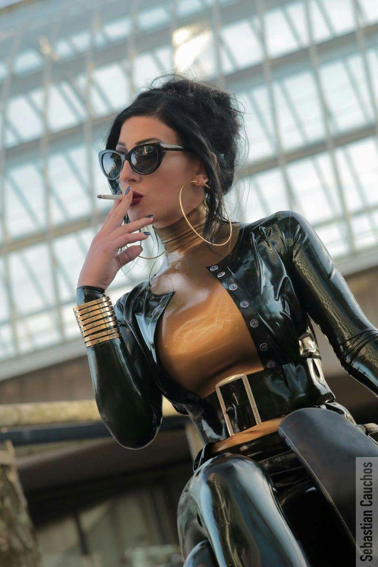 https://i.pinimg.com/736x/82/28/c9/8228c957f3abda9760e791a9946fbbf4--smoking-ladies-sexy-smoking.jpg