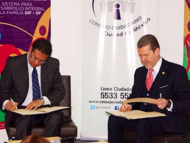Luis Wertman del Consejo Ciudadano y  Gustavo Gamaliel Martínez del DIF-DF, firmaron un convenio encaminado a la protección de los menores capitalinos.