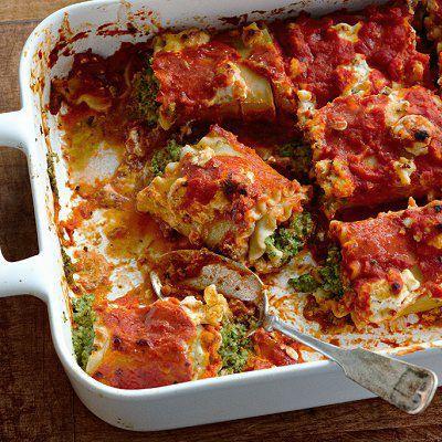 Ces cannelloni peuvent être préparés 24 heures à l'avance. Servir avec du fromage râpé, une salade verte et un bon chianti.