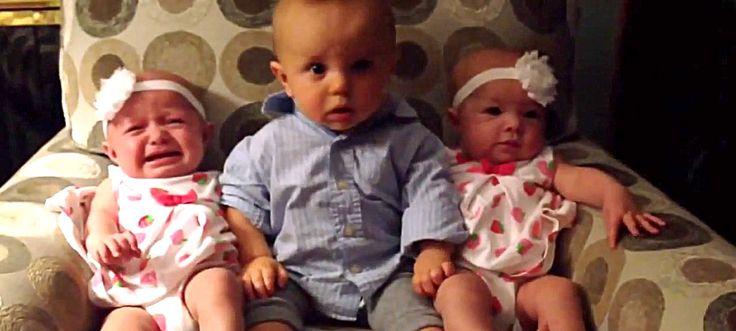La reazione di questo bambino dopo aver visto per la prima volta due gemelli è impagabile! Guardate che faccia!