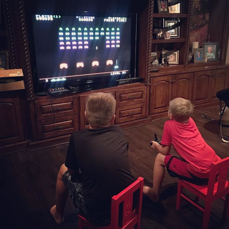 Who remembers @atarigames Space Invaders??? Showing my boys what it was like to play video games back in the Stone Age of #Atari  Not quite as advanced as today's games with all the crazy graphics but a game is a game!  #GameOn #Pong #Frogger #Centipede #Breakout #Asteroids What was your favorite Atari game??