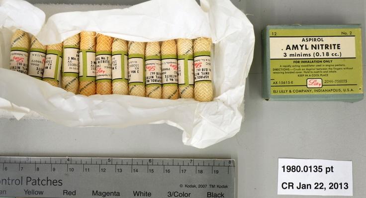 Amyl Nitrite capsules for treating Angina  c. 1950    Gélules de nitrite d'amyle pour le traitement de l'angine  vers 1950 #valentines
