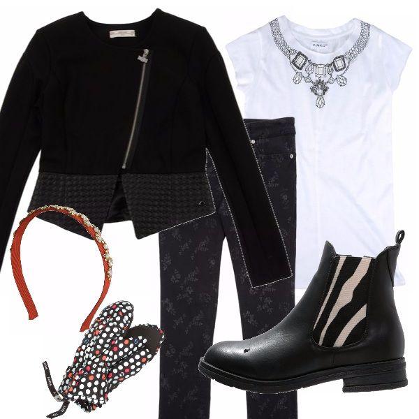 Ciascun elemento di questo outfit ha un particolare che lo rende unico. Maglietta con fantasia a gioielli, pantalone a fiori, giacca nera con volant, stivaletto con inserti bicolore, manopole a pois e cerchietto gioiello