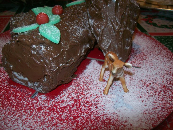 Christmas log, covered with chocolate, with ... Bambi for decoration !
