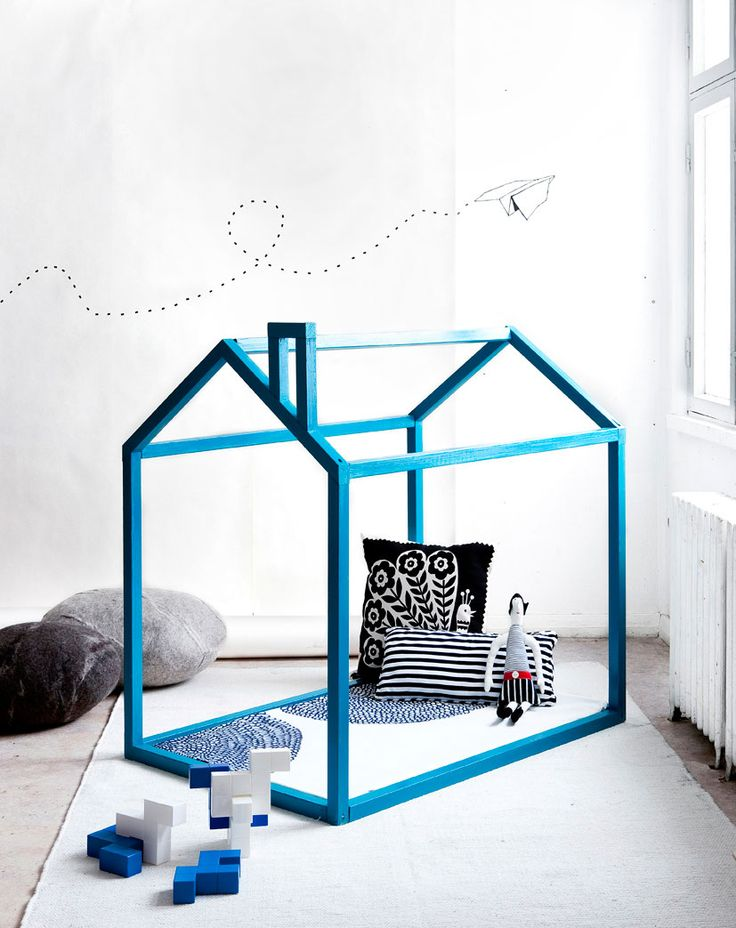 DIY MODERN PLAY HOUSE (via http://www.scandinaviandeko.com/blog/diy-make-your-own-playhouse/)