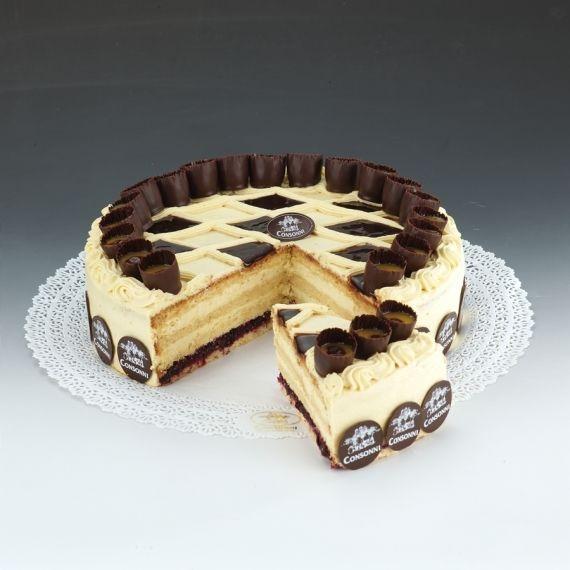 Tort Adwokat Tort przeznaczony dla dorosłych . Zawiera dużą ilość alkoholu. Trzy warstwy biszkoptu kolejno przełożone przykwaskową konfiturą porzeczkową i dwiema warstwami kremu z dużą ilością adwokata. Dekoracja to kieliszek adwokata.