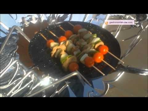 Brochetas de ternera a la plancha elaboradas en la cocina solar. Más información en: http://www.gastronomiasolar.es/2011/12/brochetas-la-plancha-en-la-cocina-solar.html