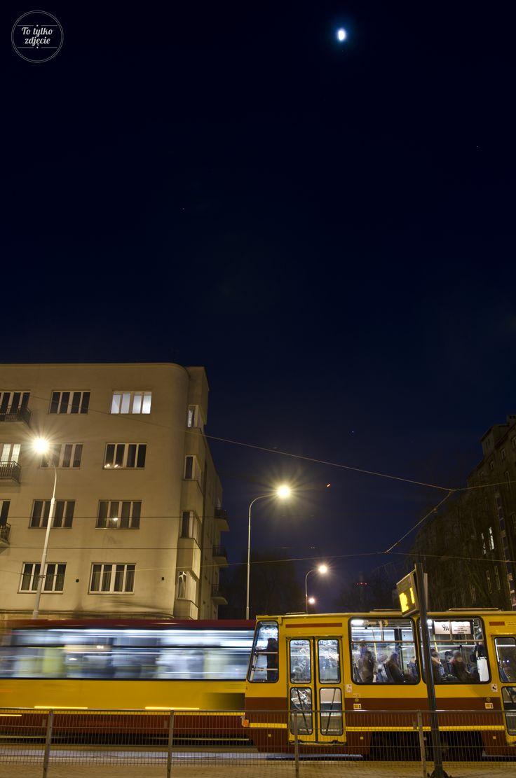 Na placu Dąbrowskiego.