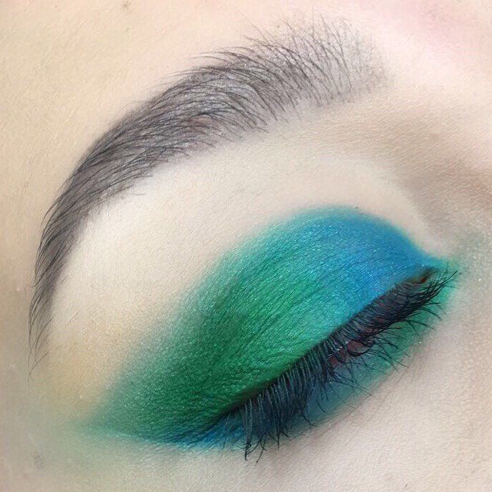 Green and blue opposites ���� . . . . ~Using the @urbandecaycosmetics full spectrum palette  #fullspectrum #motd  #blend #green #purple #urbandecay #maybelline #benefit  #collection #eyebrows #aspiringmua #kabrow #realtechniques #makeupobsession #makeuprevolution #goshcosmetics #no7#makeup #instamakeup #mascara #palettes #concealer #foundation #powder #eyes #lashes #base #beauty http://ameritrustshield.com/ipost/1554948224719960056/?code=BWUSSwCjrf4