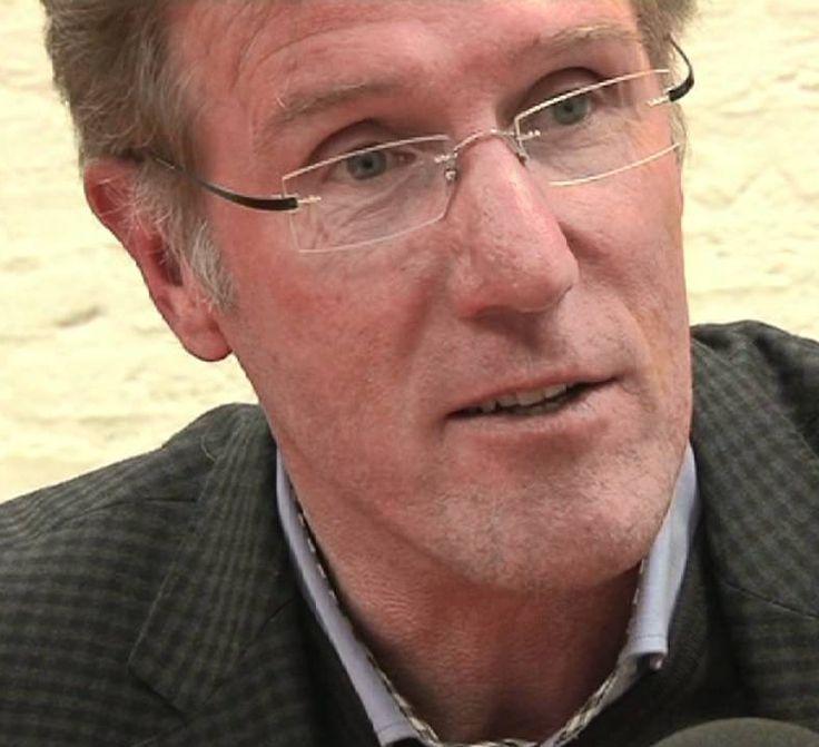 Hans van Breukelen 04-10-1956 Nederlands oud-doelman.  Hans van Breukelen is voornamelijk bekend als keeper van FC Utrecht, PSV en het Nederlands voetbalelftal. Daarnaast was hij een van de belangrijkste spelers van het Nederlands voetbalelftal dat in 1988 Europees kampioen werd in West-Duitsland. Per 1 juli 2010 werd Van Breukelen lid van de Raad van Commissarissen van PSV. https://youtu.be/e-pVGq62Hlo?t=10