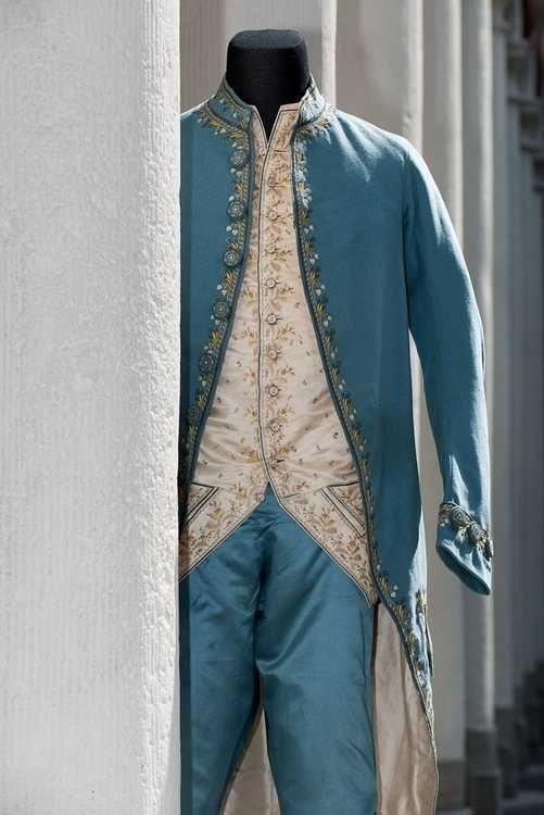 Vandaag in de #modeblog uitleg over het driedelige mannenpak. Hoewel  de Engelse koning Charles dit pak in 1666 introduceerde werd het na wat aanpassingen 'habit à la française' genoemd.