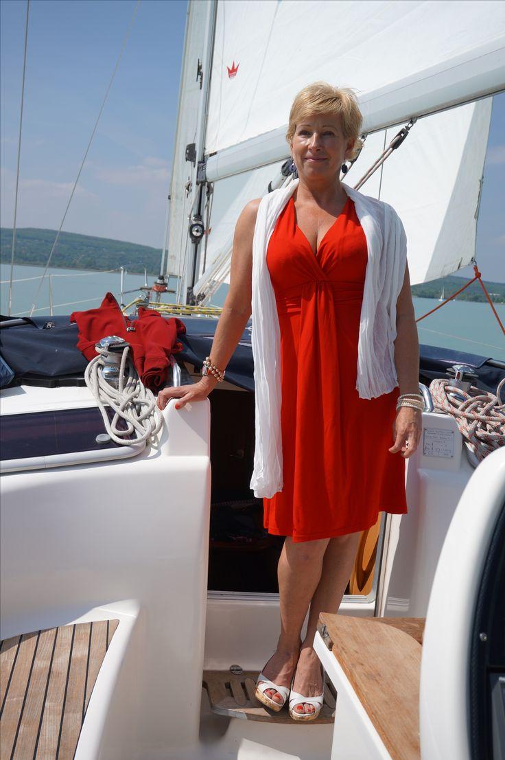 Poppyfashion divatos női ruhák.Megfizethető luxus, Stílusos megjelenés.