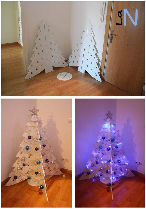 Árbol de Navidad de cartón reciclado. Aprende cómo hacerlo aquí: http://laneuronadelmanitas.blogspot.com.es/2013/11/arbol-de-navidad-de-carton-reciclado.html