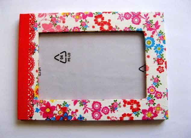 #Rama cu #model #floral in #culori #vii, rama #foto de #lemn 16495. Un #articol #lucrat #manual care face parte din categoria produselor pentru #casa / pastrare #amintiri. Rama are ca #design un model floral / #flori in culori vii: #rosu, #verde, #albastru, #galben pe un #fundal #alb. http://handmade.luxdesign28.ro/produs/rama-cu-model-floral-in-culori-vii-rama-foto-de-lemn-16495/