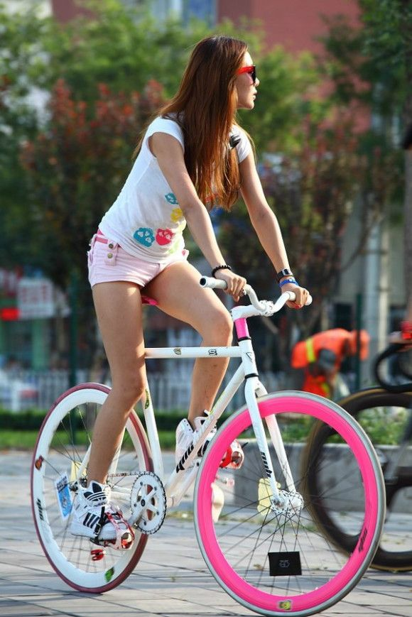 These bikes are all the rage in Shanghai - customisable colours, no brakes (you pedal backwards to slow down) and available on Tao Bao for less than $50. We liiiike!
