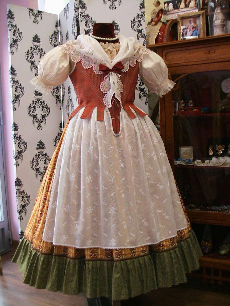 "Traje Regional del Siglo XVIII ""traje de faena"""