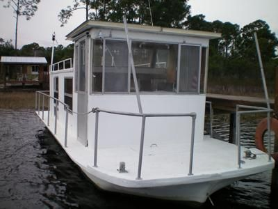 Classic Houseboats - older brands, models, or makes of boats? When it comes to classic houseboat manufacturers, we are trying to identify what brand, model, or make of boat this is?  This older houseboat was given