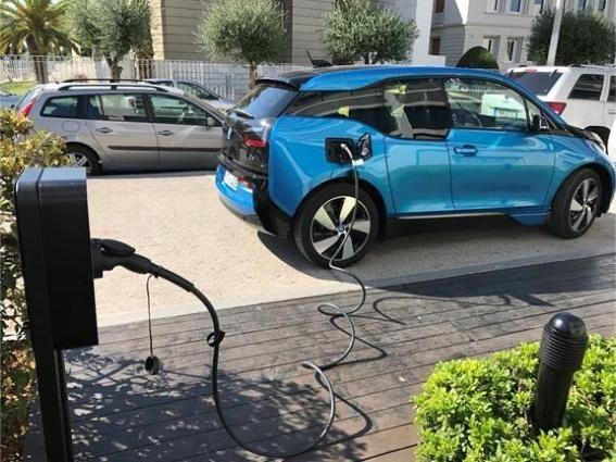Σταθμοί φόρτισης ηλεκτρικών αυτοκινήτων στα ξενοδοχεία Χανδρή
