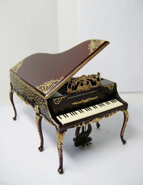 17 best images about miniature musical on pinterest for Small grand piano size