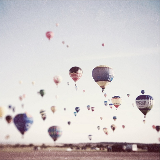 i, like many, am fascinated by hot air balloons. not only because of their use in popular tales of adventure/escape, but because they are just plain beautiful up there in the sky.