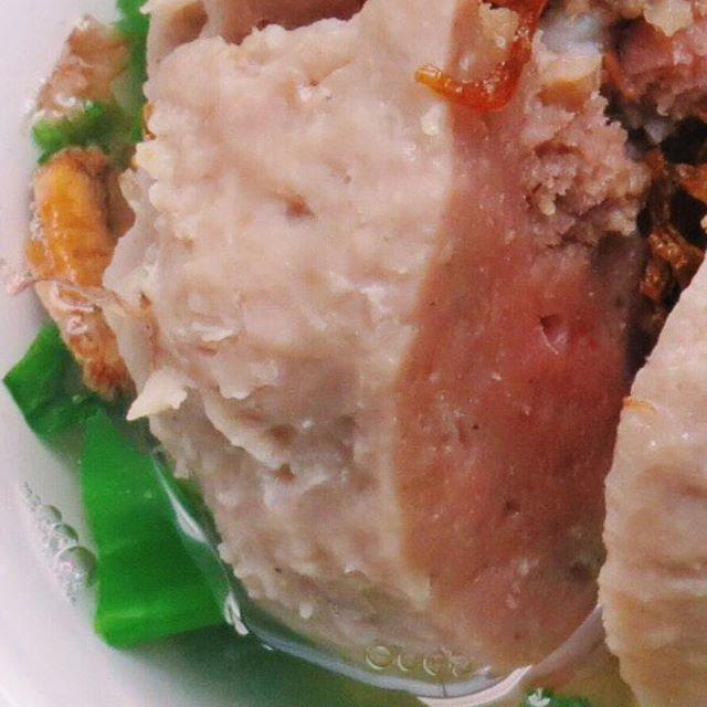 Bakso Bom Halus. Daging sapi asli dengan tekstur lembut yang bikin kamu ketagihan!! 😍😍 . . .  #bakso #baksoenak #baksosapi #anakjajan #kuliner #kulinerjakarta #jktfoodies #jktfoodbang #makansampaikenyang #makansampaikenyangjakarta #doyanmakan #makananindonesia #foodporn #fooddiaries #foodism #foodcraving #grayfoodaries  Yummery - best recipes. Follow Us! #foodporn