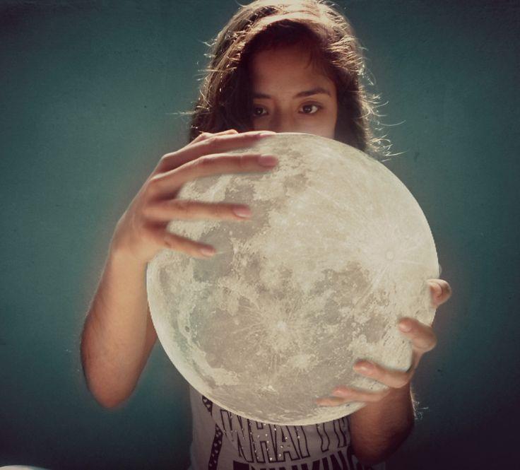 #moon #photography  #crepúsculo  #edited #surreal  La luna en mis manos  The moon in my hinds. No se mucho ingles :s