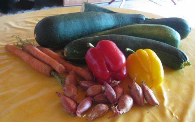 Das perfekte Süß-Saure Zucchini eingelegt-Rezept mit einfacher Schritt-für-Schritt-Anleitung: Gelbe Rüben schälen und in Scheiben schneiden. Damit es…