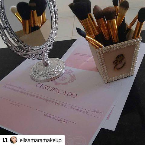Porta pincéis feito para uma profissional! Super recomendo ❤#Repost @elisamaramakeup with @repostapp ・・・ Você que têm vontade de fazer uma maquiagem com um esfumado Maravilhoso , não perca tempo, faça já sua inscrição pelo whatssap (88)997135722,  curso de auto maquiagem  é dia 24/07/16 às 14:00h.  #maquiagem #makeup #elisamaramakeup #automaquiagem.